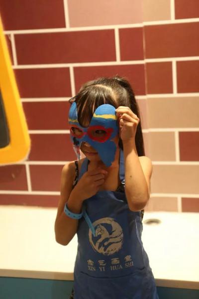 勾勒出富有创意的脸谱    让手绘国粹在孩子们心中生根发芽    是